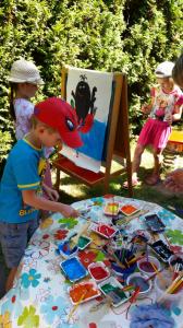 Bajkowe przedszkolaki malują Krecika